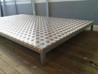 Projetos Especiais - Estrado para galões de água (1)